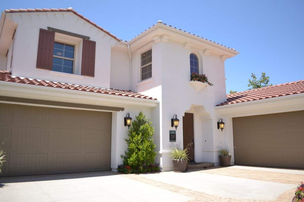 Grande maison avec deux garages